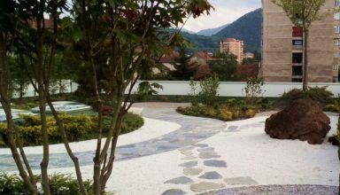 Terasă verde intensivă - o grădină japoneză ZEN - complex rezidențial Neorama Brașov