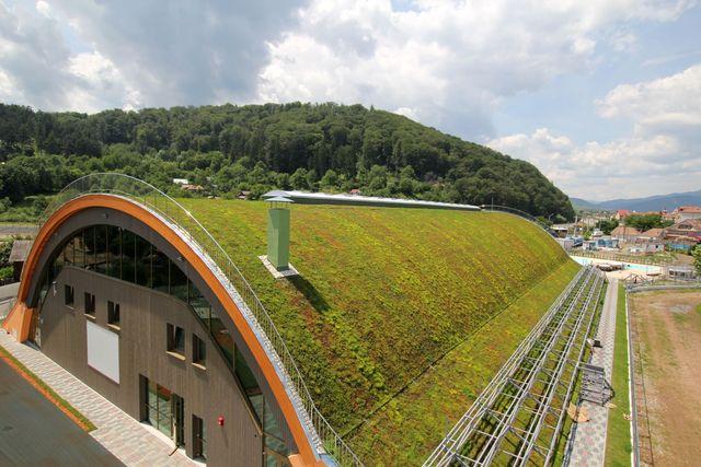 Cel mai mare acoperiş verde semicilindric din Europa de Est