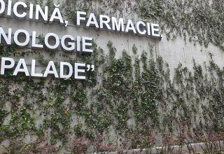 Fațadă verde la UMF Târgu-Mureș